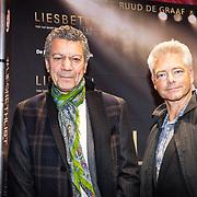 NLD/Amsterdam/20171002 - remiere Liesbeth List de Musical, Frank Sanders en partner Stefan Moonen