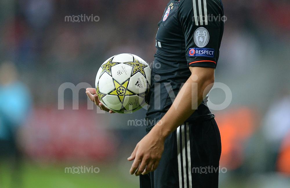 FUSSBALL   CHAMPIONS LEAGUE   SAISON 2012/2013   GRUPPENPHASE   FC Bayern Muenchen - FC Valencia                            19.09.2012 ADIDAS BALL beim Einwurf