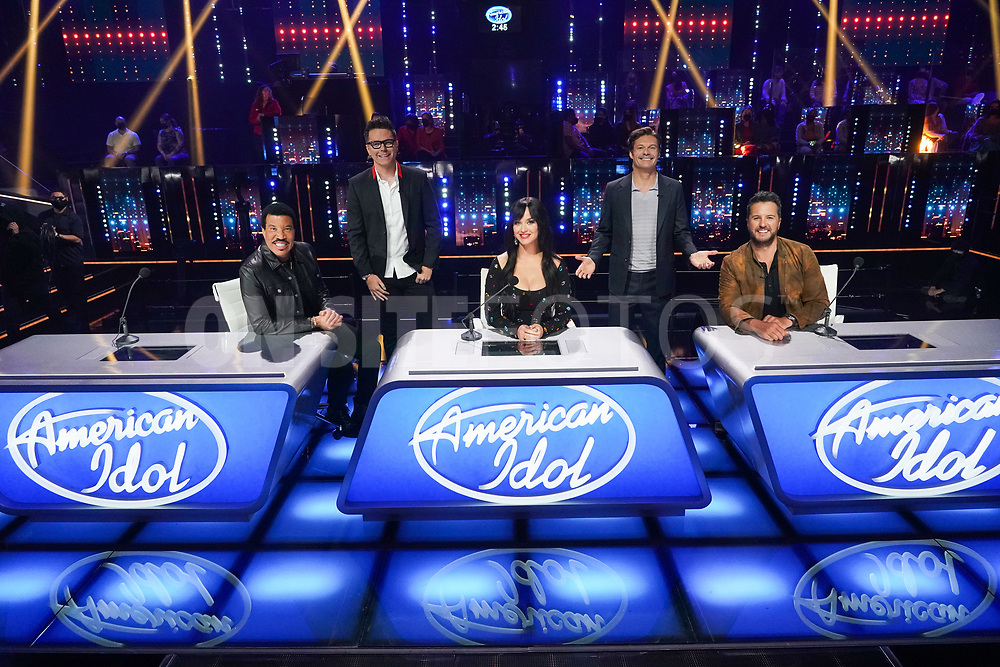 """AMERICAN IDOL – """"415 (The Comeback)"""" – A special episode of """"American Idol"""" featuring """"comeback contestants"""" airs MONDAY, APRIL 19 (8:00-10:00 p.m. EDT), on ABC. (ABC/Eric McCandless)<br /> LIONEL RICHIE, BOBBY BONES, KATY PERRY, RYAN SEACREST, LUKE BRYAN"""
