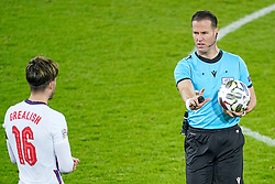 LEUVEN, BELGIUM - Sunday, November 15, 2020: Referee Danny Makkelie speaks with England's Jack Grealish during the UEFA Nations League Group Stage League A Group 2 match between England and Belgium at Den Dreef. Belgium won 2-0. (Pic by Jeroen Meuwsen/Orange Pictures via Propaganda)