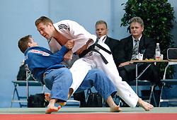 27-05-2006 JUDO: EUROPEES KAMPIOENSCHAP: TAMPERE FINLAND<br /> Budolin Aleksei (EST) en Mark Huizinga<br /> ©2006-WWW.FOTOHOOGENDOORN.NL