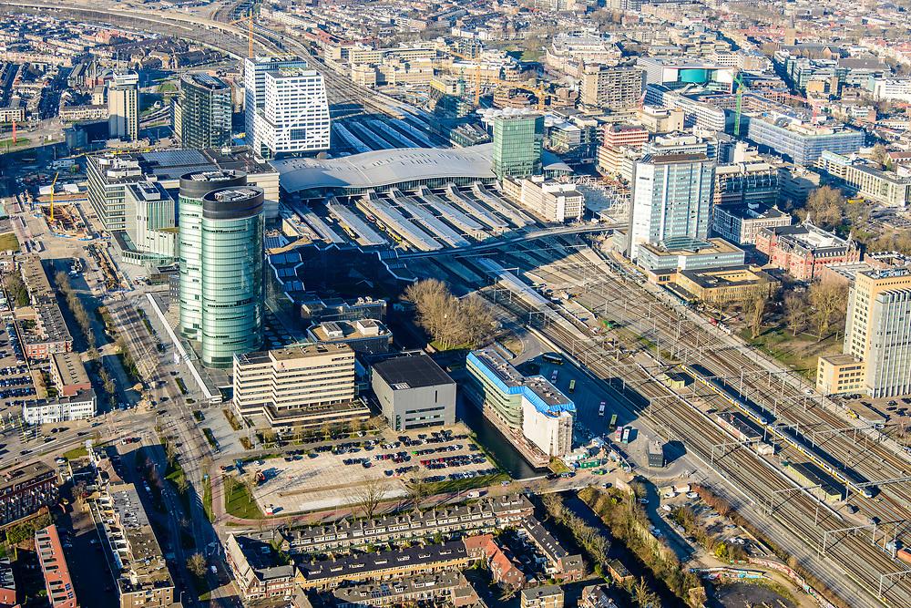 Nederland, Utrecht, Utrecht, 07-02-2018; Utrecht Centraal het grootste spoorwegknooppunt van Nederland. Stationsgebied met onder andere Hoog Catharijne, RABO-toren, Jaarbeurs.<br /> Utrecht Central Station, the largest railway junction in the Netherlands.<br /> luchtfoto (toeslag op standard tarieven);<br /> aerial photo (additional fee required);<br /> copyright foto/photo Siebe Swart