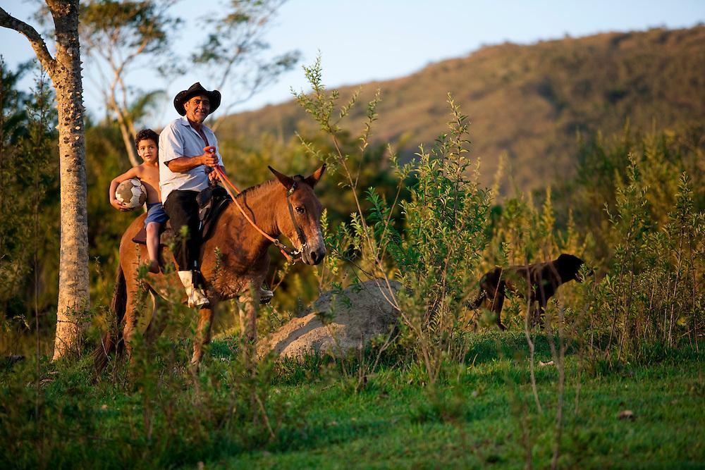Esmeraldas_MG, Brasil...Futebol comunidade rural da Laginha em Esmeraldas, Minas Gerais...The field in the rural community Laginha in Esmeraldas, Minas Gerais. ..Foto: JOAO MARCOS ROSA / NITRO