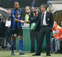 Fotball<br /> Italia<br /> Foto: Inside/Digitalsport<br /> NORWAY ONLY<br /> <br /> MOURINHO SI CONGRATULA CON ADRIANO <br /> <br /> 22.20.2008<br /> Champions League 2008/2009<br /> Inter v Anorthosis Famagusta