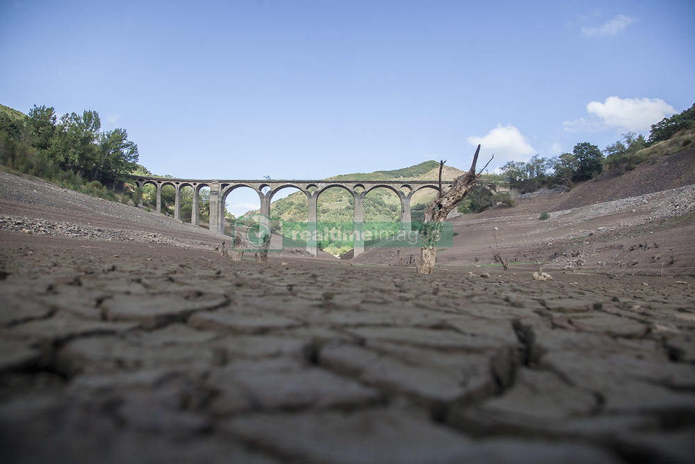 September 1, 2017 - Leon, Spain - Spain is on its way to its worst drought in 20 years. The marshes hold less than half of the water they can store, with 47.93 percent of reserves. In Leon, in the north of the country, its main reservoir barely reaches 10 percent. (Credit Image: © Alvaro Fuente/NurPhoto via ZUMA Press)