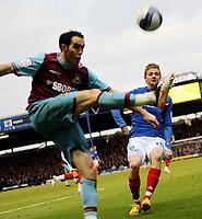 Fotball<br /> Foto: Colorsport/Digitalsport<br /> NORWAY ONLY<br /> <br /> Football<br /> Npower Championship<br /> Portsmouth vs West Ham<br /> at Fratton Park<br /> Portsmouth's Erik Huseklepp battles with West Ham's Joey O'Brien<br /> 14/01/2012