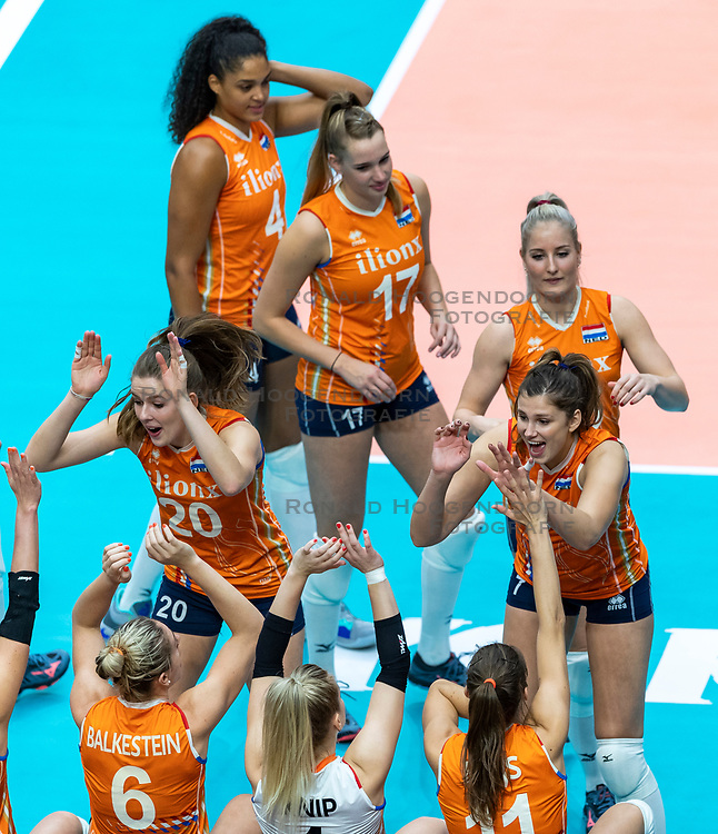 20-10-2018 JPN: Final World Championship Volleyball Women day 18, Yokohama<br /> China - Netherlands 3-0 / Team Netherlands, Juliet Lohuis #7 of Netherlands, Tessa Polder #20 of Netherlands