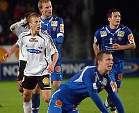 Fotball Tippeligaen 28.09.06 Rosenborg - Tromsø 2-1<br /> Marek Sapara ser Steffen Iversen løpe returen inn til scoring og tabeltoppen<br /> Foto: Carl-Erik Eriksson, Digitalsport