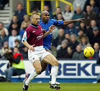 Fotball<br /> England 2004/2005<br /> Foto: SBI/Digitalsport<br /> NORWAY ONLY<br /> <br /> Millwall v West Ham United<br /> Coca Cola Championship. 21/11/2004.<br /> <br /> Tomas Repka of West Ham and Barry Hayles of Millwall tussle for the ball