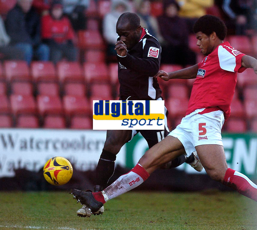 Photo: Alan Crowhurst.<br />Swindon Town v Swansea City. Coca Cola League 1.<br />31/12/2005. <br />Swansea's Adrian Forbes (L) attacks the defence.