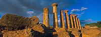 Italie, Sicile, Agrigento, Vallée des Temples, temple d'Hercule (Herakles) // Hercules (Herakles) Temple, Valley of temples, Agrigento, Sicily, Italy