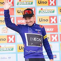 Kristoffer Halvorsen med spurttrøya på podiet etter Tour of Norway sykkelritt etappe 2: Kvinesdal - Mandal.