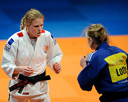 14-11-2009 JUDO: NK JUDO DAMES: ROTTERDAM <br /> Kim Franssen (bl) en Miriam Polak (-52 kg)<br /> ©2009-WWW.FOTOHOOGENDOORN.NL
