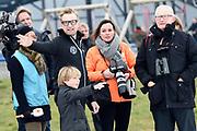 Leden van de koninklijke familie nemen deel aan de tweede editie van De Hollandse 100 op FlevOnice, een sportief evenement van fonds Lymph&Co ter ondersteuning van onderzoek naar lymfeklierkanker. <br /> <br /> Members of the royal family take part in the second edition of the Dutch 100 on FlevOnice, a sporting event Lymph & Co fund to support research into lymphoma.<br /> <br /> Op de foto / On the photo:  Pieter van Vollenhoven  en prins Bernhard