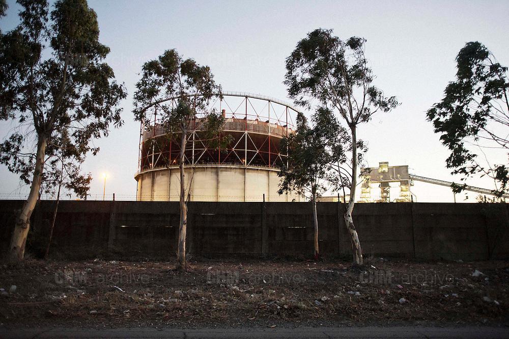 Il gasometro dell'Ilva visto dall'esterno. Christian Mantuano/OneShot