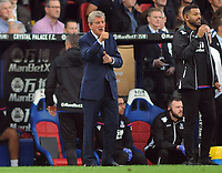Football - 2017 / 2018 Premier League - Crystal Palace vs. Chelsea<br /> <br /> Palace Manager, Roy Hodgson gives his team the thumbs up at Selhurst Park.<br /> <br /> COLORSPORT/ANDREW COWIE