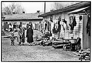 Joegoslavie, Kroatie, Resnik, 23-11-1993 Vluchtelingen van de burgeroorlog in voormalig joegoslavie, uit Bosnie, zijn ondergebracht in barakken. Foto: ANP/ Hollandse Hoogte/ Flip Franssen