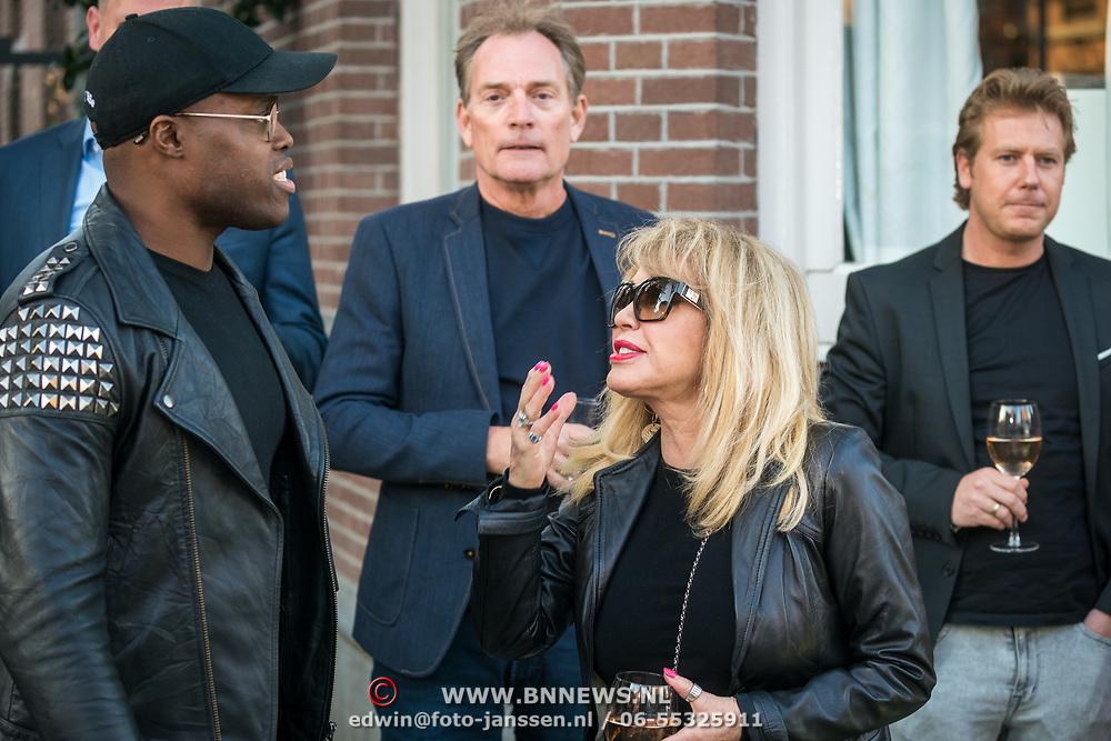 NLD/Amsterdam/20190401 - Opening Burgerroom Gordon, Jandino Asporaat in gesprek met Patricia Paay