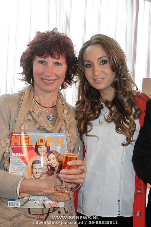 NLD/Ridderkerk/20120508 - Presentatie Helden 13, Bouchra van Persie en ouders Robin van Persie