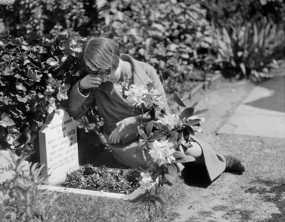 Dog Cemetery, London, 1933