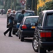 Julian de Mol voor het eerst naar school, Linda en Sander Vahle