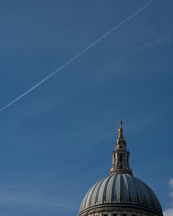 Jet Stream over St Paul's Cathedral in London