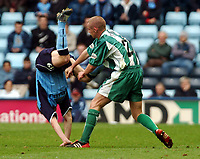 Fotball<br /> Picture: Henry Browne, Digitalsport.<br /> Norway Only<br /> <br /> Date: 10/04/2004.<br /> Coventry City v Millwall Nationwide Division One.<br /> <br /> Alan Dunne of Milwall throws off Cov's Gary McSheffrey.