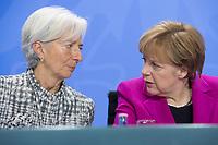 11 MAR 2015, BERLIN/GERMANY:<br /> Christine Lagarde (L), Geschaeftsfuehrende Direktorin des IWF, und Angela Merkel (R), CDU, Bundeskanzlerin, im Gespraech, waehrend einer Pressekonferenz nach einem Gespraech der Bundeskanzlerin mit den Vorsitzenden internationaler Wirtschafts- und Finanzorganisationen, Infosaal, Bundeskanzleramt<br /> IMAGE: 20150311-02-030<br /> KEYWORDS: Gespräch