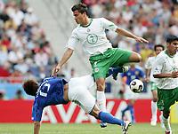 Fotball, 16. juni 2005, <br /> Conferderations Cup Japan - Mexico <br /> Aaron Galindo (Mexico.) gegen Atsushi Yanagisawa (Japan)<br />  Norway only