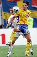 Fotball, 26. juni 2004, EM, Euro 2004, Sverige- Nederland, Wilfred Bouma, Nederland og Zlatan Ibrahimovic, Sverige