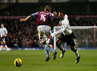 Fotball<br /> Premier League 2004/05<br /> Aston Villa v Manchester United<br /> 28. desember 2004<br /> Foto: Digitalsport<br /> NORWAY ONLY<br /> Manchester United's first half goalscorer Ryan Giggs (R) sends Aston Villa's Matthieu Berson the wrong way