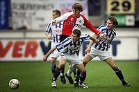 Fotball<br /> Nederland 2004/05<br /> Heerenveen v Feyenoord<br /> 28. november 2004<br /> Foto: Digitalsport<br /> NORWAY ONLY<br /> stefan selakovic , glenn loovens og Daniel Berg Hestad