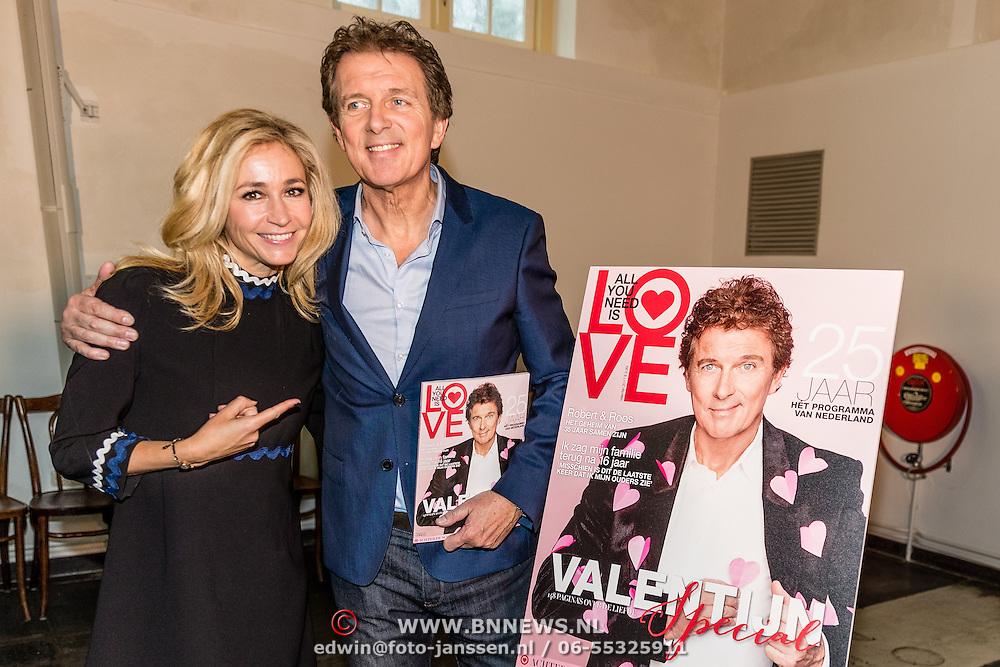 NLD/Amsterdam/20170201 -  Lancering All You Need Is Love Magazine, Wendy van Dijk en Robert ten Brink met het magazine