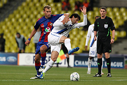 27.09.2011, Arena Chimki, Moskau, RUS, UEFA CL, Gruppe B, ZSKA Moscow (RUS) vs Inter Mailand (ITA), im Bild Diego Milito Inter Vasili Berezutski CSKA // during the UEFA Champions League game, group B, ZSKA Moskau (RUS) vs Inter Mailand (ITA) at Arena Chimki in Moscow, Russia on 2011/09/27. EXPA Pictures © 2011, PhotoCredit: EXPA/ InsideFoto/ Paolo Nucci +++++ ATTENTION - FOR AUSTRIA/(AUT), SLOVENIA/(SLO), SERBIA/(SRB), CROATIA/(CRO), SWISS/(SUI) and SWEDEN/(SWE) CLIENT ONLY +++++