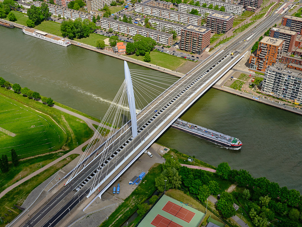 Nederland, Utrecht, Utrecht, 14-05-2020; Prins Clausbrug over Amsterdam-Rijnkanaal, tussen Papendorp en Kanaleneiland.<br /> Prince Claus Bridge over the Amsterdam-Rhine Canal, between Papendorp and Kanaleneiland.<br /> aerial photo (additional fee required);<br /> copyright foto/photo Siebe Swart
