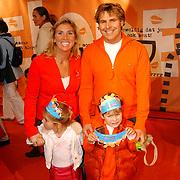 Uitreiking Kids Choice Awards 2004, Toine van Peperstraten, partner Martine Willekens en kinderen Diederick en Katrien