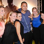 NLD/Amsterdam/20111107- Lancering Call of Duty MW3, DJ Afrojack, Nick van der Wall gaat mt fans op de foto