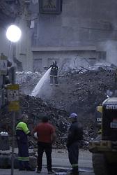 May 6, 2018 - SãO Paulo, Brazil - SÃO PAULO, SP - 06.05.2018: BUSCAS CONTINUAM NO LARGO DO PAISSANDU - Canho? S of light are used in the nocturnal searches of the debris of the Wilton Paes de Almeida Building at dawn this Sunday (06). 1 body has already been found. (Credit Image: © Bruno Rocha/Fotoarena via ZUMA Press)