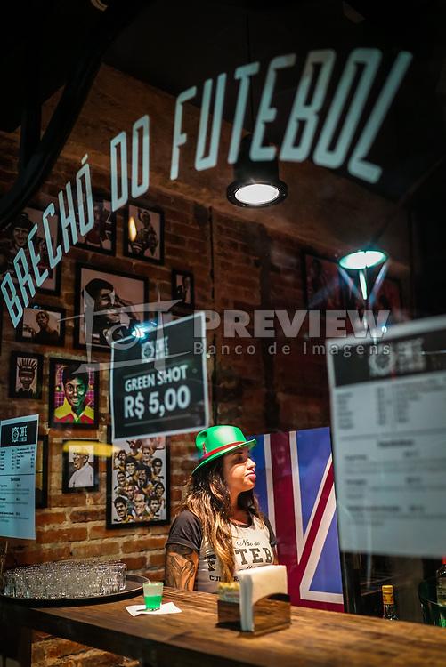 Amigos comemoram o St Patrick's Day 2017, no Brechó do Futebol. Foto: Jefferson Bernardes/ Agência Preview