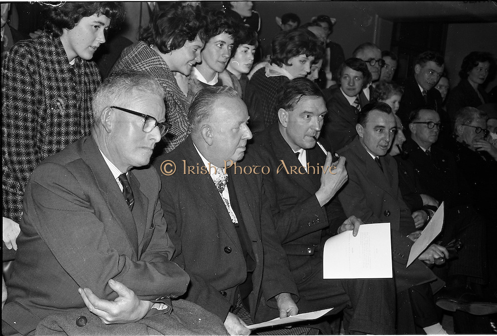 31/03/1963<br /> 03/31/1963<br /> 31 March 1963<br /> Civil Defence Competitions at Jervis Street Hospital, Dublin. Wathching were (l-r): Mr. Michael O'Brien, Dublin Civil Defence Officer; Lord Mayor Ald. J.J. O'Keeffee T.D.; Mr. Dudley Mott, General Manager, W.D. & H.O., Wills and Mr. B. Doyle, Advertising Manager, Wills.