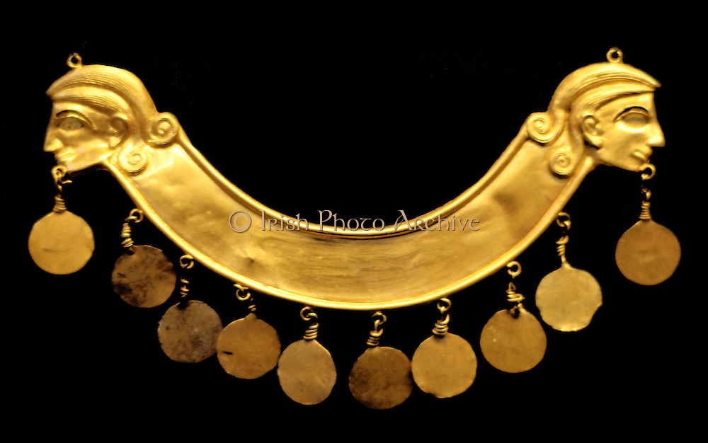 Ancient Greek 'Palace Age' Minoan treasure. Circa 1850-1550 BC. Jewellery and other decorative Minoan objects from the Aegina treasures held at the British Museum, London. Originally from Aegina, off the south coast of Greece.