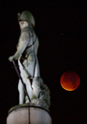 © Licensed to London News Pictures. 28/09/2015. London, UK. A supermoon is seen during a lunar eclipse with Nelson's Column in London on Monday, 28 September 2015. Photo credit: Tolga Akmen/LNP