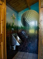 TILBURG -  WC , Urinoir. PRISE D'EAU GOLF, golfbaan.  COPYRIGHT KOEN SUYK