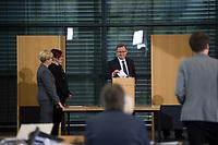 DEU, Deutschland, Germany, Erfurt, 05.12.2014:<br /> Der Fraktionsvorsitzende der Partei DIE LINKE in Thueringen, Bodo Ramelow, bei der Stimmabgabe (1. Wahlgang) am Tag seiner Wahl zum Ministerpraesidenten von Thueringen im Plenum des Landtags.