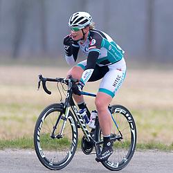 RODEN wielrennen; De slotdag van het Drentse drieluik voor de vrouwen bracht het peloton van Coevorden naar Roden een rit over 140 kilometer. Kirsten Wild wint de wedstrijd voor Chloe Hoskin en Christine Majerus