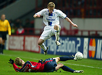 Photo: Scott Heavey/Digitalsport<br /> CSKA Moscow v Chelsea. Champions League Group H. 01/11/2004.<br /> Damien Duff skips over the challenge