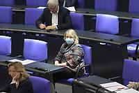 DEU, Deutschland, Germany, Berlin, 22.04.2020: Katja Mast (SPD) trägt eine Schutzmaske, die Mund und Nase bedeckt. Plenarsitzung im Deutschen Bundestag. Im Mittelpunkt der Debatten standen die Maßnahmen der Bundesregierung zur Bekämpfung der Folgen der Corona-Krise. Um Ansteckungen von Abgeordneten mit dem Coronavirus zu vermeiden, darf nur jeder Dritte Stuhl besetzt werden, zwei Plätze dazwischen müssen frei gehalten werden.