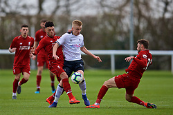 DERBY, ENGLAND - Friday, March 8, 2019: Derby County's Louie Sibley (C) is tackled by Liverpool's Alex Oxlade-Chamberlain (L) and Conor Randall (R) during the FA Premier League 2 Division 1 match between Derby County FC Under-23's and Liverpool FC Under-23's at the Derby County FC Training Centre. (Pic by David Rawcliffe/Propaganda)