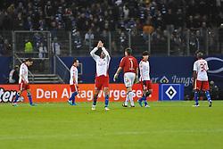 11.12.2010, Imtech Arena, Hamburg, GER, Hamburger SV vs Bayer 04 Leverkusen, im Bild die Mannschaft des HSV laesst nach der 2-4 Niederlage die Koepfe haengen. EXPA Pictures © 2010, PhotoCredit: EXPA/ nph/  Witke       ****** out ouf GER ******