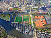 Nederland, Noord-Holland, Amsterdam; 16-04-2021; Zuidas, IJsbaanpad en omgeving: Sportpark De Schinkel (midden), tennisvelden van A.L.T.C. D.D.V. (rechts). Boven het midden Olympisch Stadion, Burgerweeshuis, Sporthallen Zuid<br /> Zuidas, IJsbaanpad and surroundings: Sportpark De Schinkel (center), tennis courts of A.L.T.C. D.D.V. (right). Above the middle Olympic Stadium, Burgerweeshuis, Sporthallen Zuid<br /> luchtfoto (toeslag op standard tarieven);<br /> aerial photo (additional fee required)<br /> copyright © 2021 foto/photo Siebe Swart